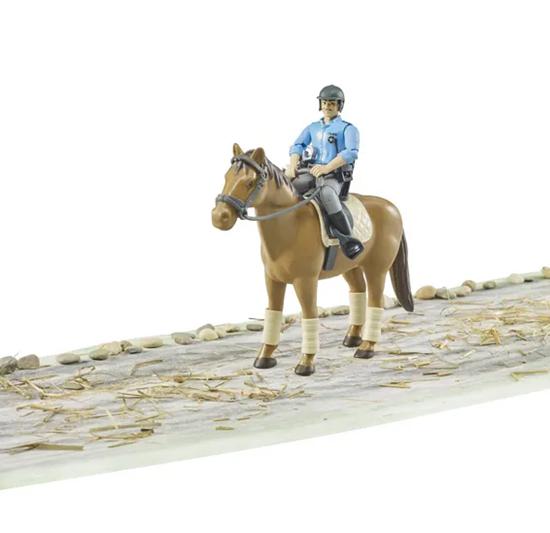 Igračka policajac na konju BRUDER